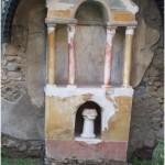 1 Casa Pompeiana, larario - Casa di Narciso vesuvioweb1