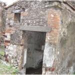 13 Casa pompeiana - Larario - Casa del Re di Prussia- vesuvioweb1