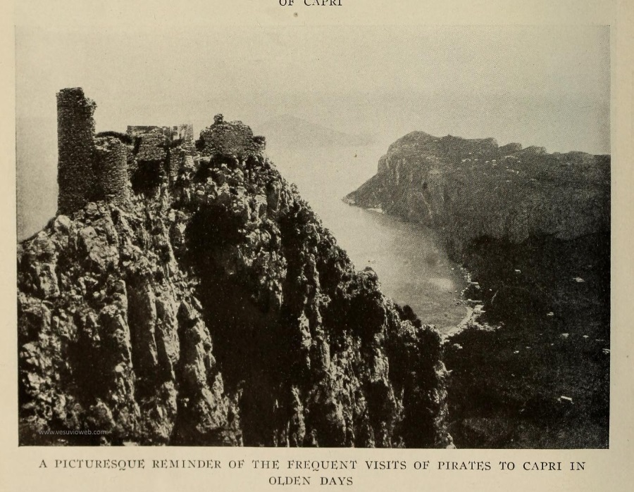 13 The National Geographic Magazine 1888 - Capri, panorama dall'alto con Marina Piccola - vesuvioweb 2016