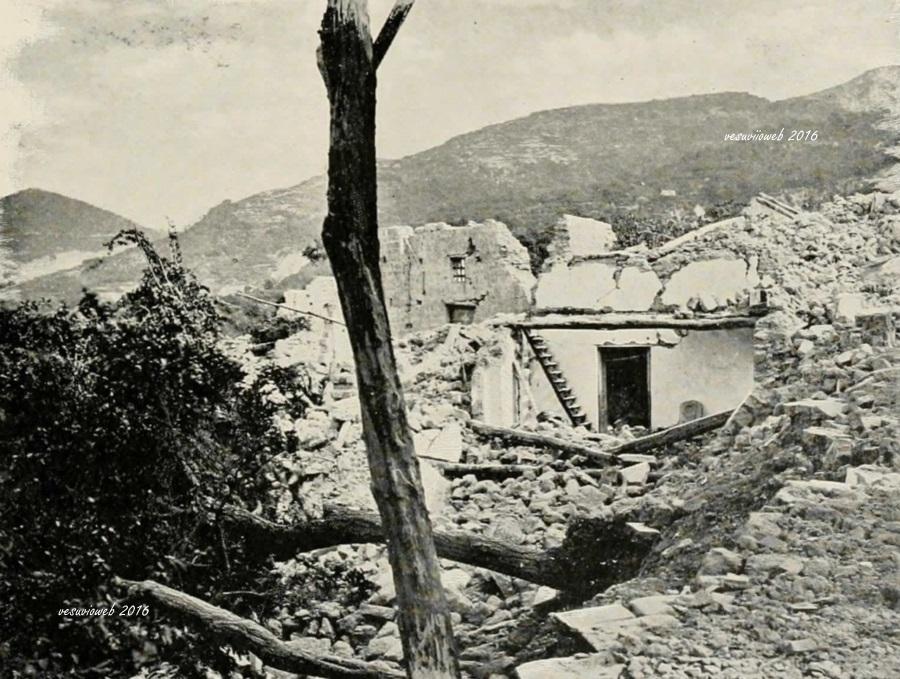 14 Ischia terremoto di Casamicciolaa - John L Stoddard's lectures 1909 - vesuvioweb 2016
