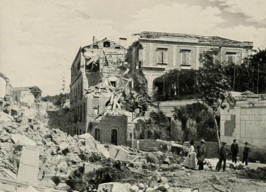 15 Ischia terremoto di Casamicciolaa - John L Stoddard's lectures 1909 - vesuvioweb 2016