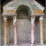 2 Casa Pompeiana, larario - Casa di Narciso vesuvioweb2