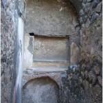 30 Casa pompeiana - Larario - Casa del Banchiere - vesuvioweb