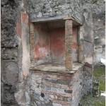 31 Casa pompeiana - Larario - Casa dei Capitelli Figurati - vesuvioweb