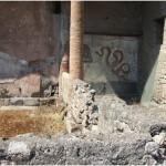 42 Casa pompeiana - Larario - Casa dei Diadumei o di Epidio Rufo - vesuvioweb1