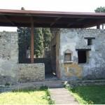 56 Casa pompeiana - Larario - Casa di Ercole - vesuvioweb