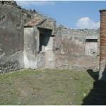 59 Casa pompeiana - Larario - Casa del Gallo - vesuvioweb1